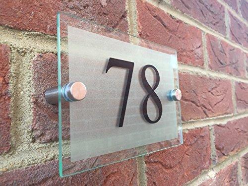 house-plaque-numero-de-porte-en-verre-moderne-en-acrylique-grave