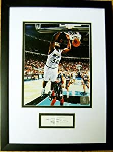 Shaquille O Neal autograph framed and matted with photo (Orlando Magic) 11x17 by Hall of Fame Memorabilia