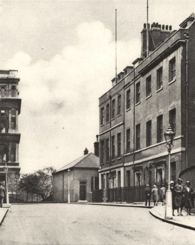 LONDON: West end of Downing Street, No. 10 & Foreign Office; old print 1926