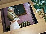 大きな写真、「エンジェル・ウォーズ」黒板の前のエミリー・ブラウニング
