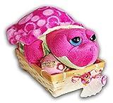 Ideen für Geburtstag Geschenke Parf�merie und Kosmetik - Geschenkset f�r Kinder, 5 tlg. Pl�schtier Russ Berrie Schildkr�te rosa mit Baby, 2 x Badebombe mit Spielzeug, Handtuch 50x30 lila-pink im Bambuskorb
