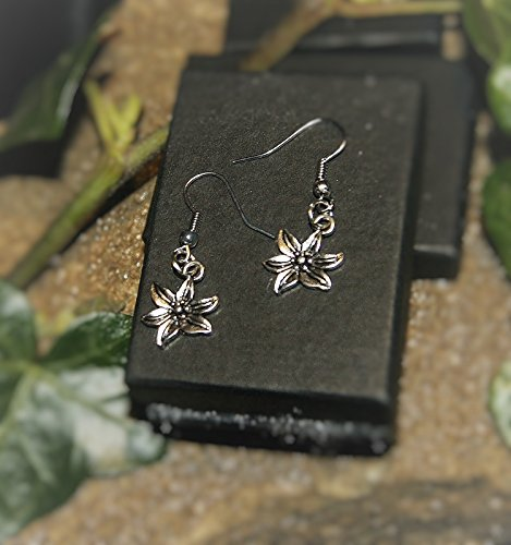 handmade-lily-flower-silver-plate-earrings-pair-gift-boxed