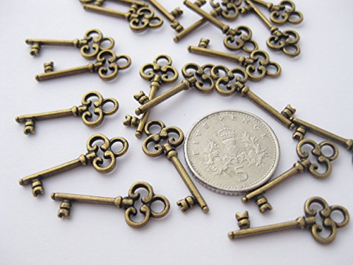 22-antique-bronze-coloured-skeleton-key-charms-21mm-x-8mm-ch033