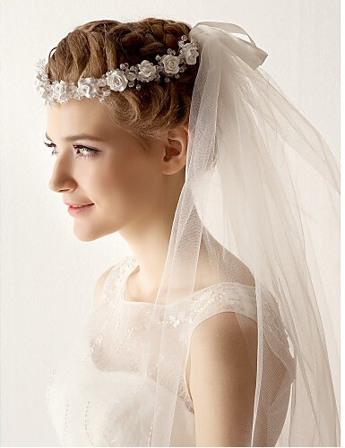 Venus Bridal Wedding Veil with Lace Edge and Comb Attached (ivory)