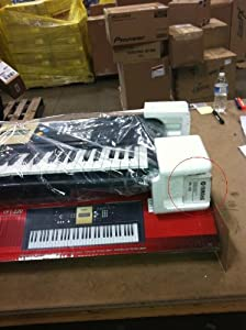 Yamaha YPT-220 61 Key Personal Keyboard with AC Adapter