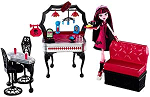 Monster High Die-ner and Draculaura Doll and Playset