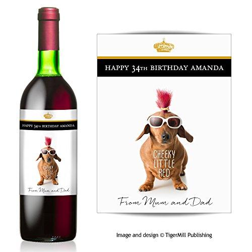 """TigerMill Publishing Étiquette d'anniversaire personnalisable pour bouteille de vinMotif Teckel et inscription """"Cheeky little red"""""""