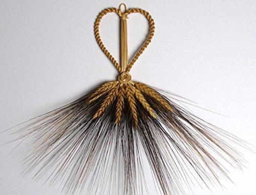 wheat-weaving-heart-straw-art-with-black-detail