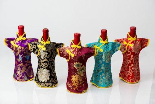 Casa Bajajio Fus-0511 Chinese Brocade Dressed Wine Bottle Cover, Fuchsia front-296369