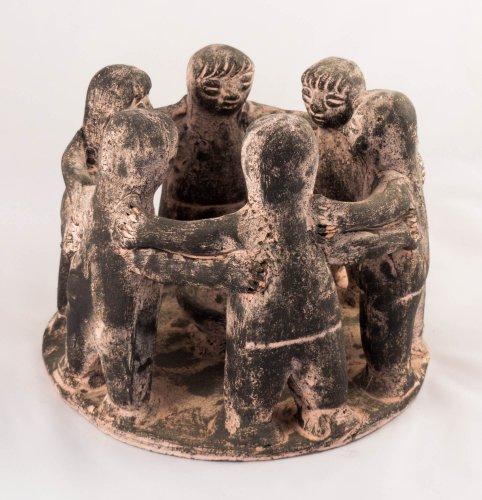 CIRCLE-OF-FRIENDS-Terrakotta-6-Figuren-Fair-Trade-und-handgefertigt-in-Mexiko-Ruchergef-oder-Teelichthalter-in-der-Mitte-fr-den-Innen-und-Auenbereich-schwarz