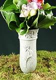 Grabvase mit Blumenranke