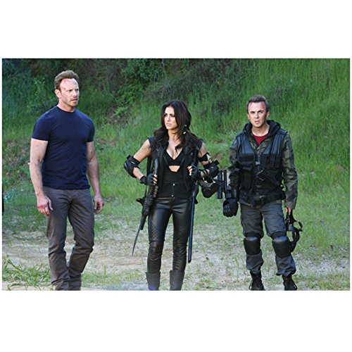 Sharknado 3 with Ian Ziering as Fin Shepard and Others Ready to Fight 8 x 10 Inch Photo (Sharknado Fin)