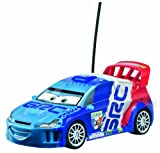 Dickie-Spielzeug 203089505 Disney Cars 2 - Coche por control remoto diseño Raoul Çaroule a escala 1:24 de 16 cm [Importado de Alemania]
