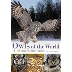 Owls of the World: A Photographic Guide (Helm Photographic Guides)