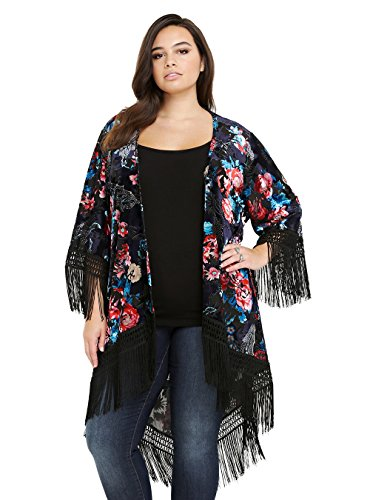 Elevate your sleepwear collection with this women's Jezebel kimono robe. Smooth satin fabric lends a luxurious look and feel.