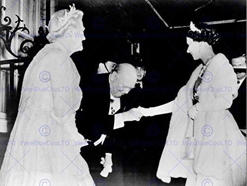 vintage-photography-winston-churchill-queen-elizabeth-handshake-30x40-cms-art-affiche-poster-print-p