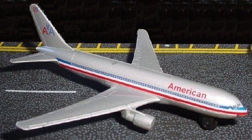 Runway24 American 767 - 1