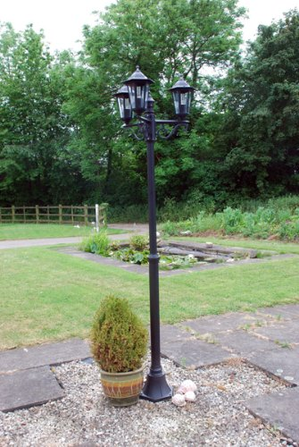 GARDEN LAMP POST OUTDOOR LIGHT LANTERN. 3 LAMP TRADITIONAL VICTORIAN FOR PATIO