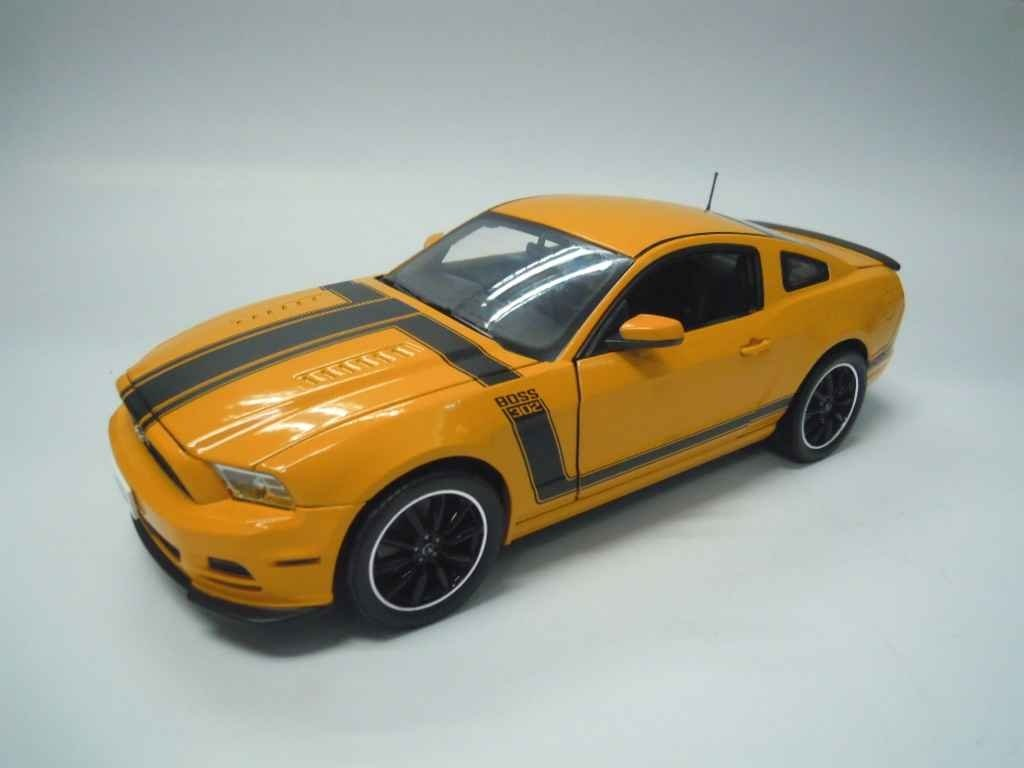2013 Ford Mustang Boss 302 Yellow 1/18 by Shelby Collectibles SC451 motormax модель автомобиля ford mustang boss 429 1970