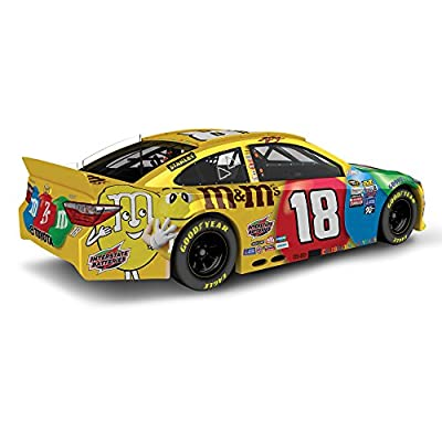 Lionel Racing Kyle Busch #18 M&M's 2016 Toyota Camry NASCAR Diecast Car (1:24 Scale)
