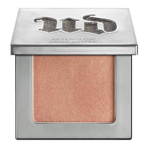 urban-decay-afterglow-makeup-highlighter-holding-8h-illuminator