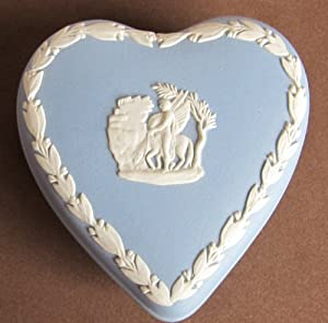 Vintage WEDGWOOD Heart Shape TRINKET BOX w LID White on Blue JASPERWARE (England)