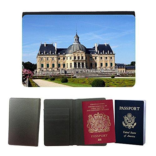 Cubierta del pasaporte de impresión de rayas // M00170399 Seine-et-Marne Francia Vaux Le Vicomte // Universal passport leather cover