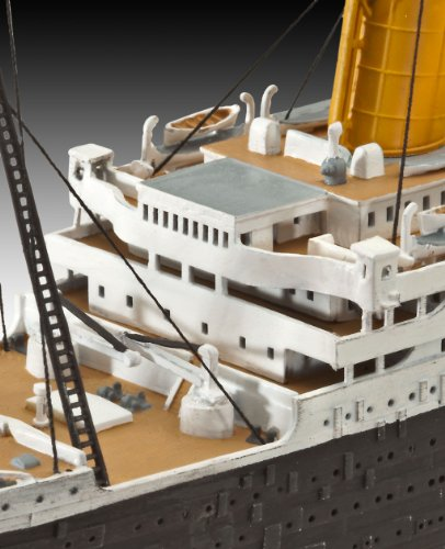 Revell of Germany RMS Titanic Plastic Model Kit