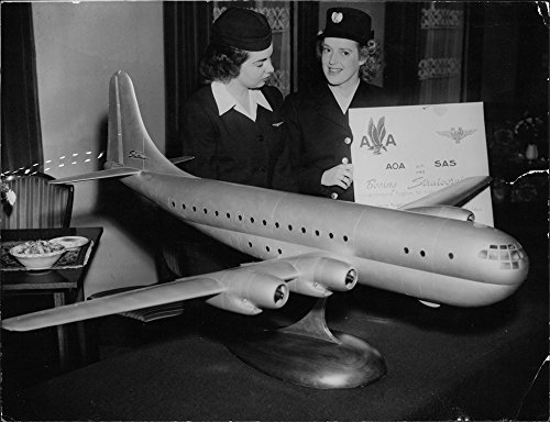 vintage-photo-of-flight-attendants-standing-beside-a-model-of-the-sas-boeing-stratocruiser
