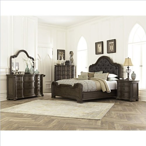 Bachelor Chests Bedroom front-402203