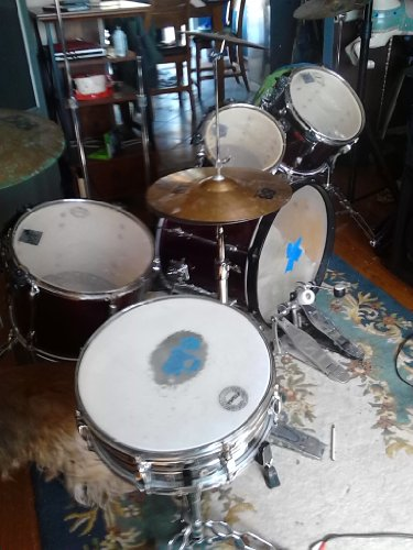 Complete Band Equipment, 5 Piece Drum Set, 600W Amp, 2 Speakers With Stands, Thimbles, 4 Mics, Keyboard, Video Centre, Dual Cassette.