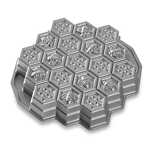 Nordic Ware Honeycomb Pull-Apart Dessert Pan (Halloween Pull Apart Cupcakes)