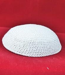 Kippah A white knitted cap 17 cm
