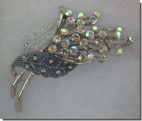 White and Silver Crystals Leaf Pin B3H33