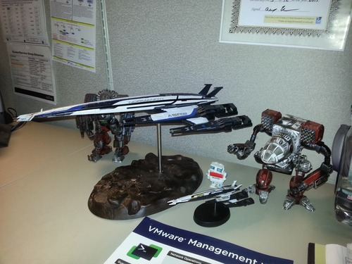 Amazon.com: Dark Horse Deluxe Mass Effect Normandy SR-2 18