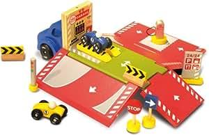 Amazon.com: Vilac - 2333 - Camion Garage Ambulant: Toys & Games