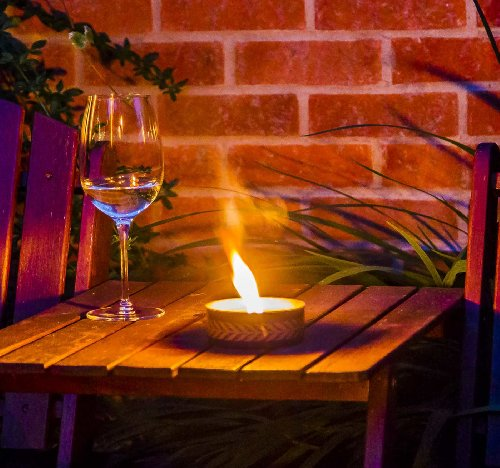 Windproof Outdoor Garden Candles (pack of 6) Will stay alight what ever the weather!