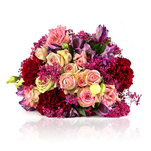 Highlights: • Saisonaler Blumenstrauß mit rosa Rosen, Dianthusblüten sowie lila Alstromerien• Designed von der MIFLORA Chef-Designerin und Europameisterin der Floristen, Nadine Weckardt, bekannt aus dem TV.• Extrafrische Blumen durch unseren Direktei...