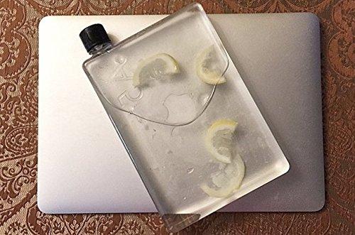 macbookと並べて美しい水筒メモボトル