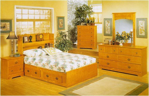 Queen Size Bedroom Set In Pine Finish