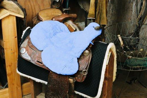 Engel Lammfell Sattelsitzbezug western Farbe babyblau hellblau (Sabez 3, mit Hornausschnitt / Horndurchlass)