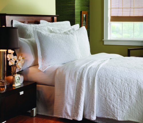 Caravelle Matelasse Stone Washed Coverlet, Queen, Grafix