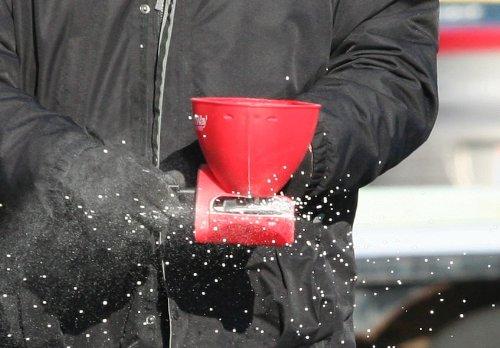 Earthway 3400 Ergonomic Hand-Held Broadcast Spreader, Garden Seeder, Salt Spreader