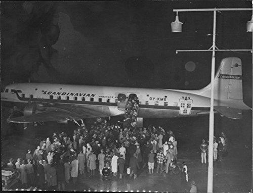 vintage-photo-of-sas-airplane-arid-viking-after-landing-at-kastrup-airport-in-copenhagen