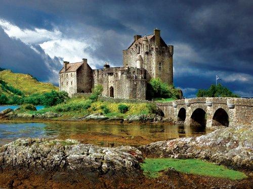 Buffalo Games Majestic Castle, Eilean Donan Castle - 750pc Jigsaw Puzzle