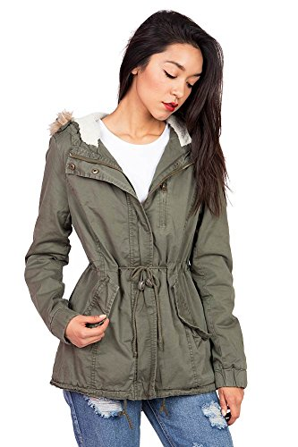 Any one from this lightweight cargo jackets women collection makes a stylish alternative to an everyday coat. Adorned with the signature accent of ample pockets, this latest selection features comfortable fits from relaxed to nipped-in slim-fitting silhouettes for an adventurous masculine-and-feminine mix.