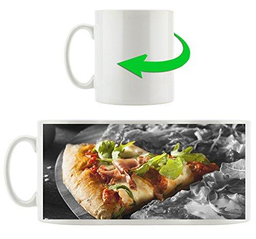 délicieuse pizza avec du bacon et roquette noir / blanc, motif tasse en blanc 300ml céramique, Grande idée de cadeau pour toute occasion. Votre nouvelle tasse préférée pour le café, le thé et des boissons chaudes.