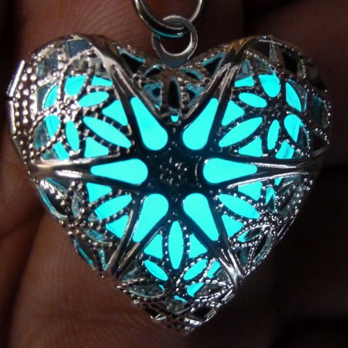 http://www.amazon.com/Steampunk-Fairy-Magical-Necklace-aqua-sil-UmbrellaLaboratory/dp/B00BXOFY4O/?_encoding=UTF8&camp=1789&creative=9325&linkCode=ur2&tag=tribatattodes-20#technicalSpecifications_feature_div&linkId=5LRXYZLRZQEWLHEA