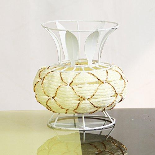la-cana-de-ratan-ollas-de-hierro-de-flores-ramo-de-flores-preparacion-estilo-minimalista-moderno-bla