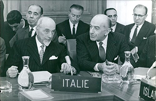 vintage-photo-of-giuseppe-medici-in-an-international-meeting-representing-italy